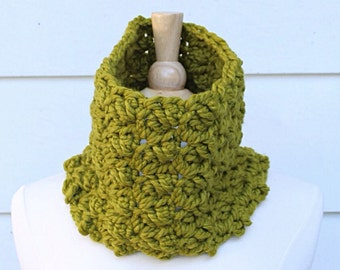 Green cowl scarf, olive green scarf, green crochet cowl, crochet circle scarf, wool crochet cowl, chunky cowl scarf, oversized cowl