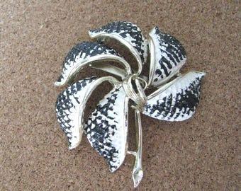 Vintage  Black White Enamel Pinwheel Flower Pin Brooch