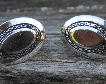 Vintage Silver Braided Cufflink. 1990s. Very Good Condition. Great Gift for Men, Dads, Grads Groomsmen, Husbands, Brothers, Sons