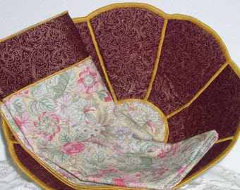 Handmade Bowl - Bread Bowl - Fabric - Reversible - Scalloped - Round - Large - Cranberry Floral on Pale Yellow Bread Bowl w/ cloth napkin