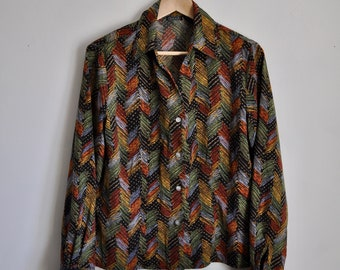 Vintage Blouse - 70s Vibes / Patterned / Colourful / Shell Buttons / 70's Blouse / Print Blouse / Buttondown / Polyester