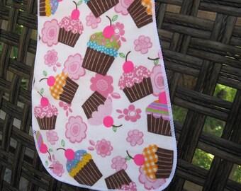 Burp Cloth Yummy Yummy Cupcake, pink cupcakes