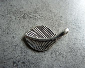 Charm (Charms) large leaf pendant