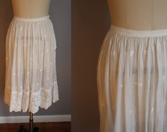 Edwardian Underskirt // Clover Embroidery and Lace // Xs