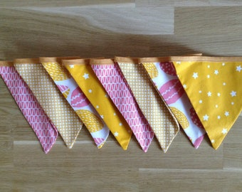 Garland 8 flags, flowers and stars - yellow and pink