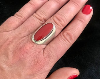 Red carnelian stone ring set in silver