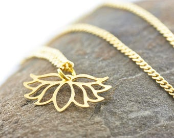 Chain Lotus Yoga gold-tone chain with pendant