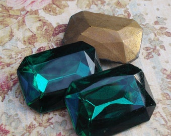 Vintage 25x18mm Emerald Green Gold Foiled Pointed Back Faceted Octagon Glass Jewel (1 piece)