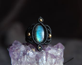 Blue flashy labradorite ring