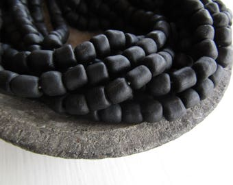 20 Black glass beads, opaque matte ,  irregular ethnic barrel tube , indonesia , new Indo-pacific - 5 to 9mm / 20 beads - 7ab50