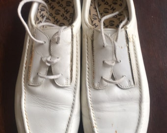 vintage white leather Hyde® bowling shoes (sz 7)