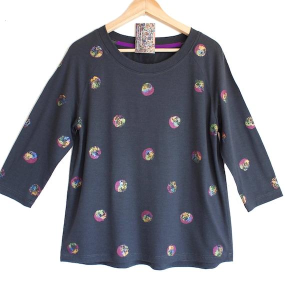 SOAP BUBBLES. Merino raglan sweatshirt. 3/4 sleeve merino top. Grey Merino top with printed shiny dots. Long sleeve merino top.