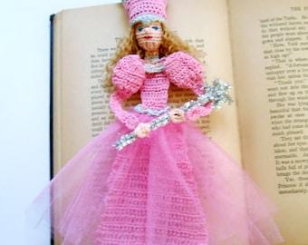 thread crochet pattern, glenda good witch bookmark decoration, wreath decor, Halloween amiguri DIY, shadow box art pattern, wizard of oz