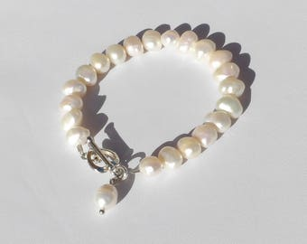 Pearl bracelet with charm and heart toggle clasp