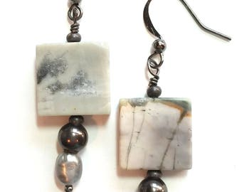 Natural stone hanging earrings