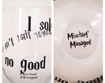 I solemnly swear that I'm up to no good stemless wine glass