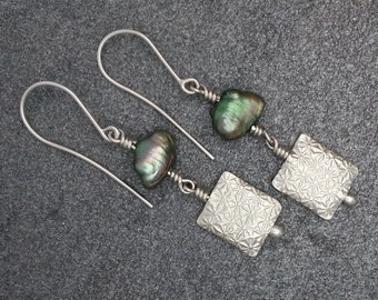 Green Pearl & Daisy Patterned Silver Bead Earrings/present/gift