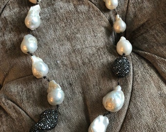 Baroque pearl necklace With Swarofsky