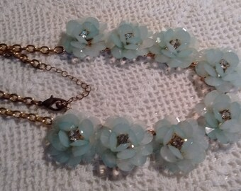 Sea Green Plastic Flowers Necklace: