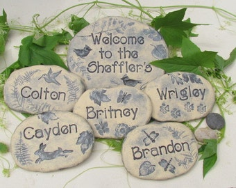 Personalized Garden Stones. Family gift / Grandparent gift with childrens names, Rock garden decoration. Set of Six Ceramic Garden markers