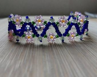 flowers on the vine bracelet, pink flowers, flower seed bead bracelet, pink blue and yellow seed bead bracelet,