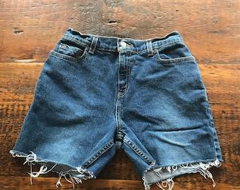 Vintage 550 relaxed fit Levis cut off denim shorts