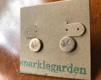 Bronze Kupfer oder Silber Cannabis Unkraut Kraut Medizin Ohrstecker