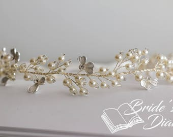 Wedding hair jewelry, pearls and crystals bridal wreath, bridal hair vine in vintage look