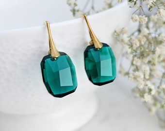 Emerald earrings, Swarovski earrings, Swarovski crystal earrings, Emerald gold earrings, Green bridesmaid earrings, Sterling Silver earrings