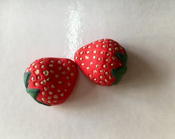 Strawberries, hand-made magnets, ceramic strawberries, hand-painted strawberries, birth favors, birthday, gift Idea, fridge decorations