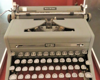 Royal Quiet Deluxe Manual Typewriter with Case, 1950s Vintage Portable Typewriter, Working Standard Typewriter with Carry Case