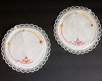 2 VINTAGE DOILIES Embroidered with Crochet Trim Handmade White Circle Circular Cotton Linens Candle Stick Shower Gift Snowflake Doily Kc4
