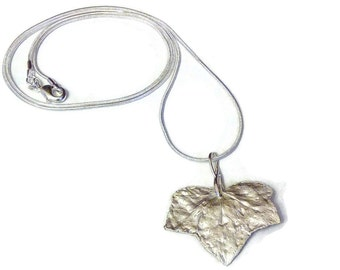 "Collar ""leaf of Ivy"" in silver paste"