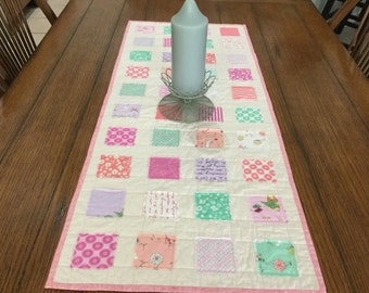 Boxes tablerunner
