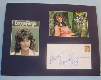 Legendary Music Great - Country Singer Donna Fargo and her autograph