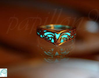 Celtic V ring / GLOW in the DARK / Sterling Silver Ring / Celtic ring -01 / Filigree ring /
