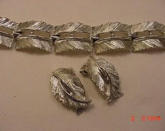 Vintage Lisner Bracelet & Clip On Earring Set   17 - 42