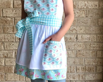 Little girl apron, full apron, vintage floral apron
