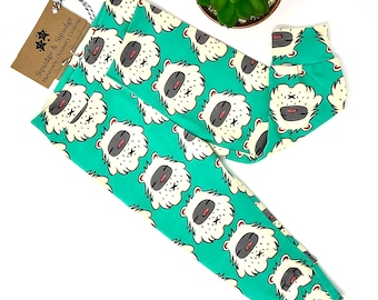Organic Yetis on Green leggings