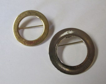 Vintage Set of 2 Circle Gold Tone Brooches / Costume Jewelry / Estate Jewelry
