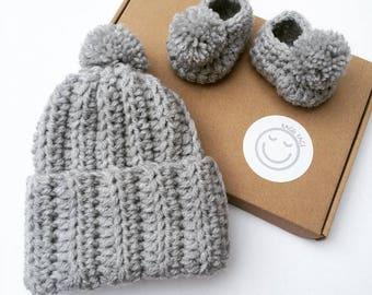 Grey crochet baby set, New baby gift set, Newborn hat and shoe set, Baby shower gift, New baby photo prop, Crochet hat, Crochet baby shoes