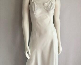 Vintage Lingerie Women's 70's White, Dress Slip, Nightgown, Knee Length by Wonder Maid (Size 32)