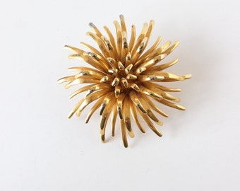 Vintage Goldtone Chrysanthemum Flower Brooch