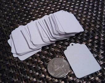 100 Blank Gift Tags, 1 by 1.5 inches (2.54 by 3.81 cm), scalloped top with hole punch