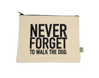 Vergessen Sie nie, den Hund-Beutel zu Fuß