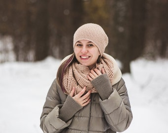 women's knitted hat and scarf