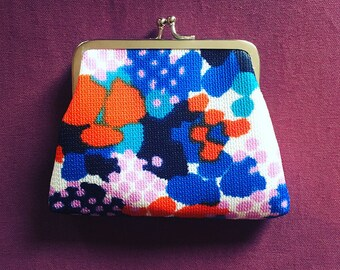 Kiss Clasp Coin Purse made with 1960s Reclaimed Vintage Fabric in Retro Floral Print - red, blue and pink