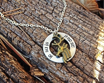je suis prest,  fraser clan crest, scottis necklace, clan fraser motto, the frasers, jaime and claire, i am ready, sassenach