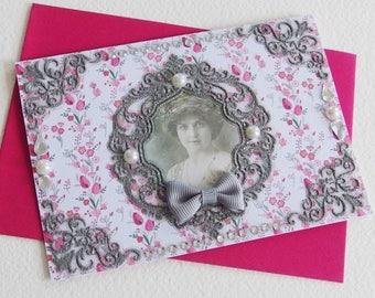 Carte Fantaisie Retro Vintage - Portrait Romantique - Strass, demi Perles nacrées, Cabochons - Création d'artiste en pièce unique