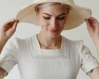 1980s White Floppy Sunhat with Pink Flower